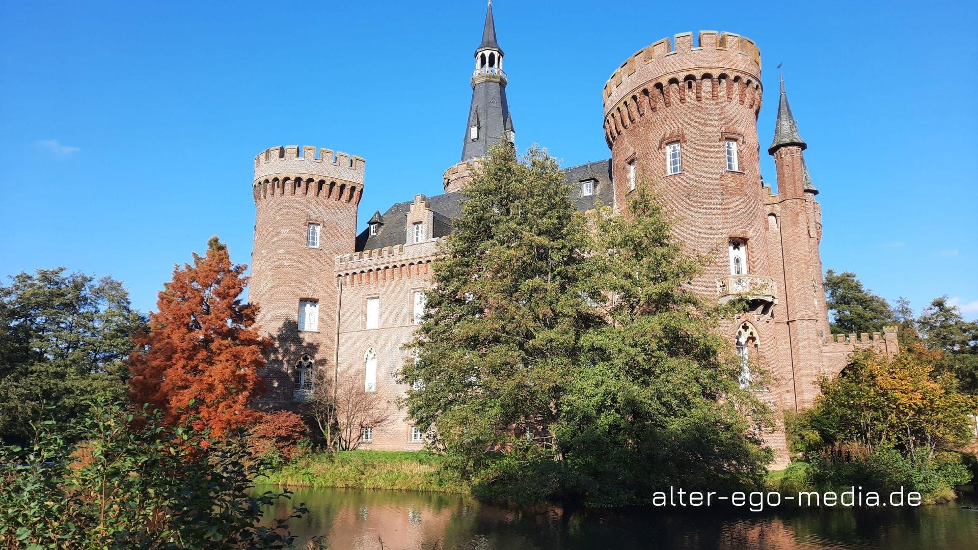 Замок на воде Мойланд